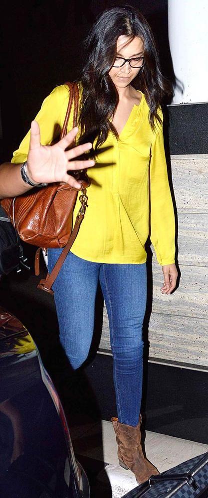 Deepika Padukone at the Mumbai airport #Bollywood #Fashion #Style #Beauty