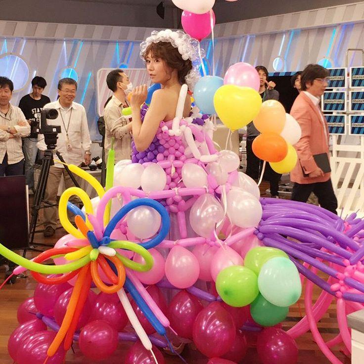 . ⋆ . 毎回素敵な作品に携わらせて頂けてありがたいです❤️ . 解体作業と本番前くらいのメイキングが公式twitterと果音ちゃんのインスタに❣️ @kanonnyanko . G N  . #hair #hairmake #makeupartist #abematv #abemaprime #balloons #wedding #balloondress #ヘアメイク #穂川果音 #ヘアスタイル #バルーン  #머리 #메이크업 #얼스타그램 #일상 #대일리 #스타일링 #머리스타그램 . ⋆ . #Repost @kanonnyanko with @repostapp ・・・ 本日の衣装♪  #バルーンドレス  #スタイリストさんの手作り  #ヘアスタイルもバルーンアレンジ  #風船400個以上使ってます  #テーマはウェディングドレス  #ゼクシィ さん、コラボどうでしょう?  #アベプラ