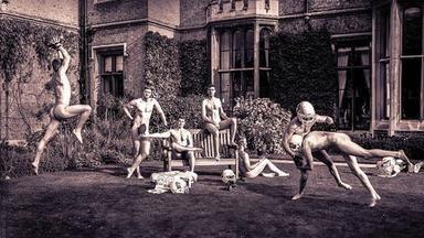 Nahá krása studentek a studentů z Cambridge. Líbí se vám jejich odvaha?