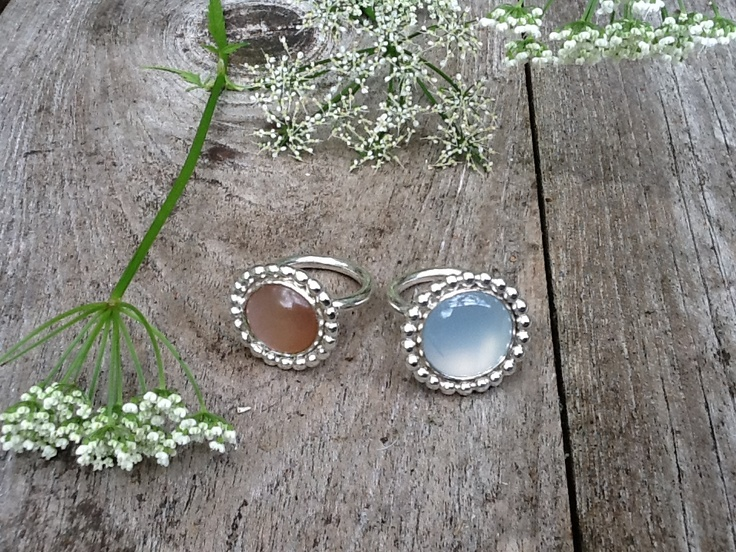Silver rings, carneool and moonstone