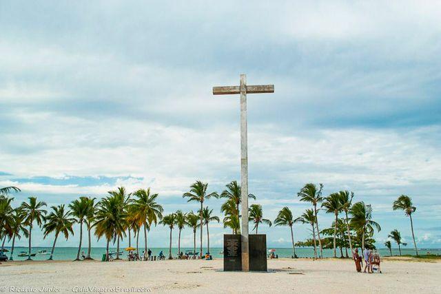 Marco do Descobrimento, em Santa Cruz de Cabrália, na Bahia.  Saiba mais >>> http://www.guiaviagensbrasil.com/blog/porto-seguro-muito-mais-que-a-terra-do-descobrimento/