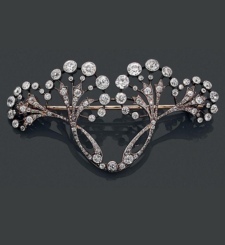 """Seltene Brosche """"Dolden"""" aus Gold, Silber und Diamant im Jugendstil, um 1900. Möglich …"""