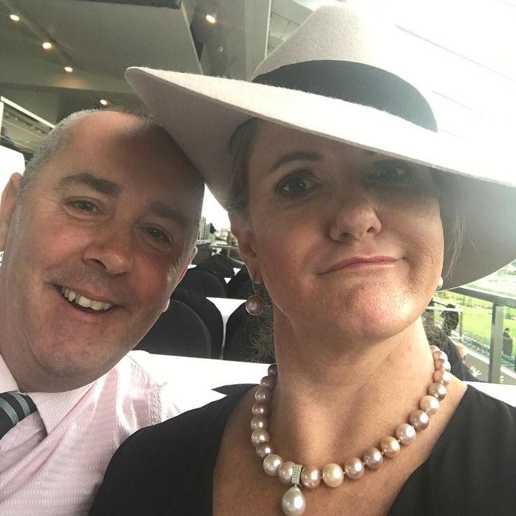 Clowning around in my favourite pearls 😳😜 #flemingtonvrc #races #meandmyman #clownface #goons #pearls #portfairyjeweller #broomepearls #ikechopearls