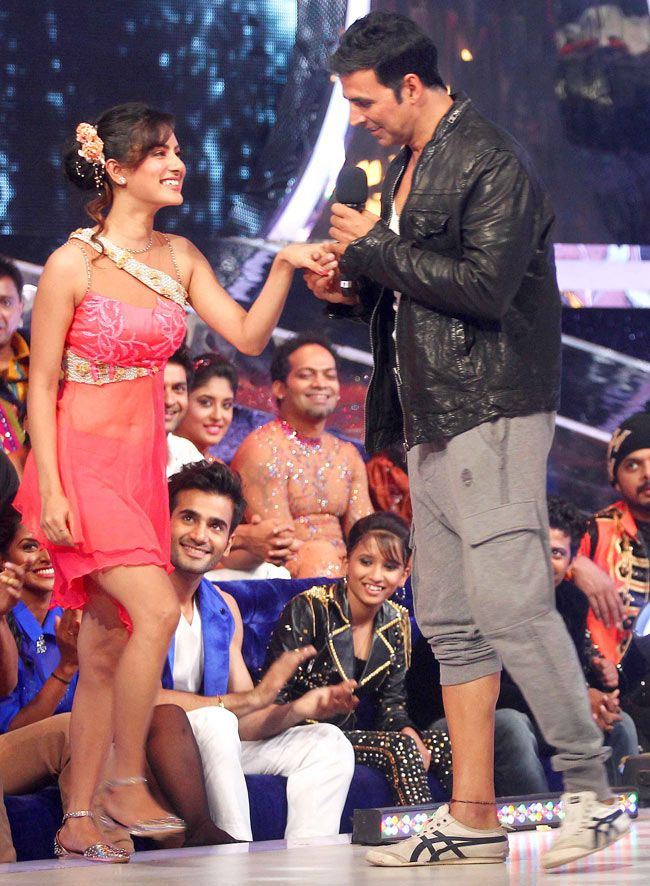 Akshay Kumar with contestant Pooja Bose on the sets of Jhalak Dikhhla Jaa 7. #Style #Bollywood #Fashion #Beauty