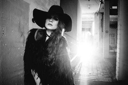 """""""Pop noir""""-Sängerin Femme Schmidt über ihre Göttingen-Auftritte"""