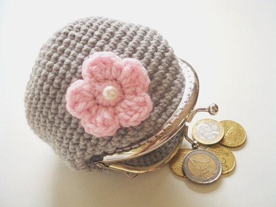 Crochet coin purse, light grey with light pink flower, flat back pearl, silver tone kiss clasp, metal frame