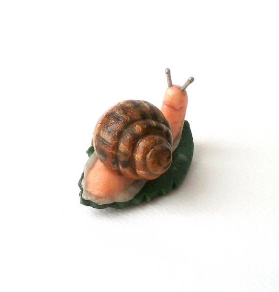 Polymer clay snail brooch by Lijoux