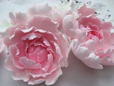 Various Flower Tutorials (Closed Peonies, Lilly, Poinsettia, Ranunculus  and 1 other) - In Finnish but well illustrated and easy to follow step by step tutorials... another good find in pictorial tutorials, I love this site.