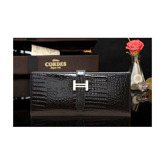 High quality elegant clutch bag / wallet.