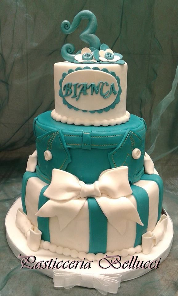 Torta di Compleanno decorata cake design Torta Denim Jeans 1 Anno Bimba Pasticceria Bellucci a Firenze