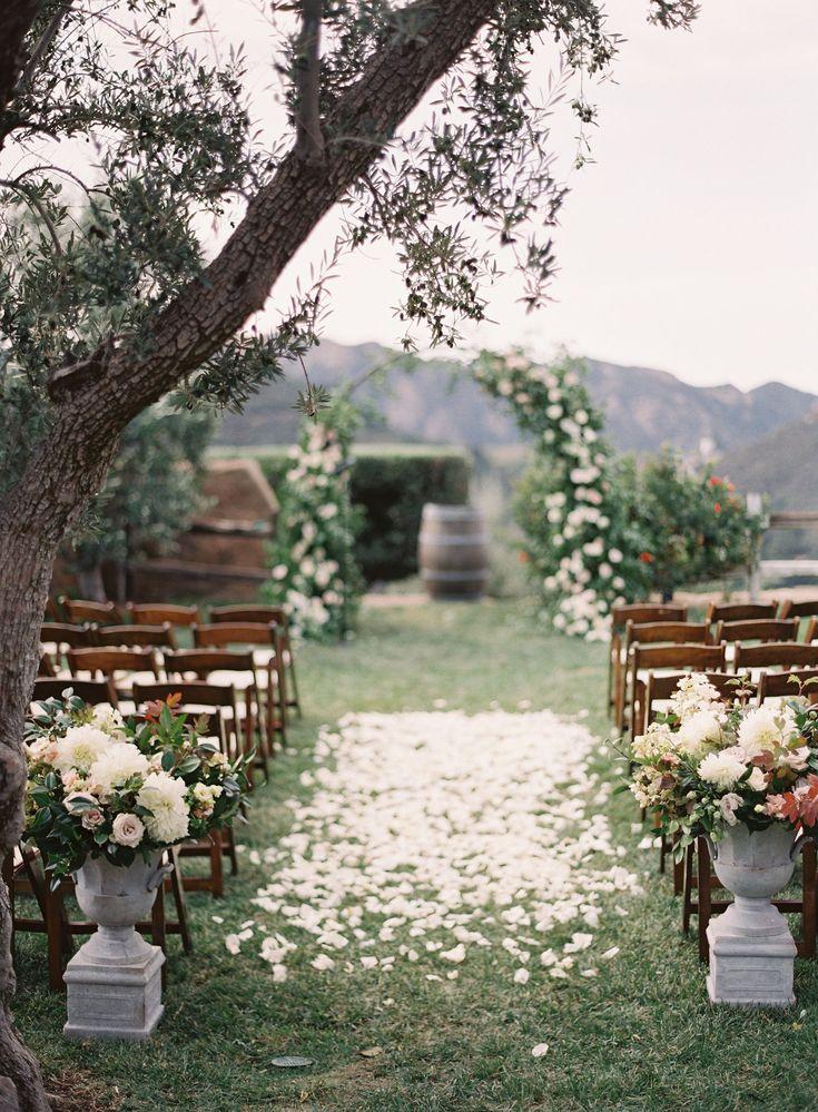 Photography: http://www.kurtboomer.com/   Event planning: http://www.sarahparkevents.com   Floral design: http://poppydesignco.com/   Read More: https://www.stylemepretty.com/vault/image/6704469 #romanticweddings