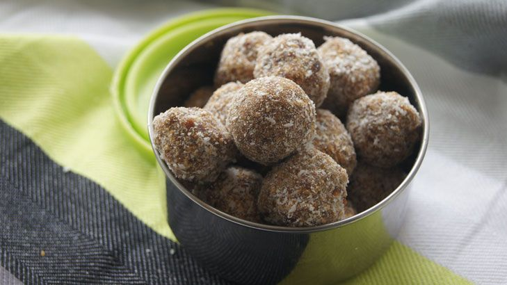 quick and easy apple energy balls (with quinoa flakes for extra protein)