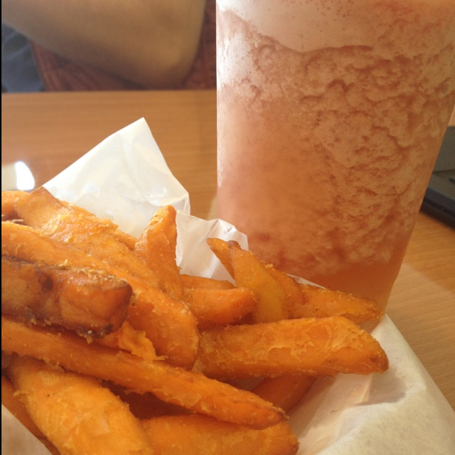 Watermelon Green Tea with Aloe Vera / Sweet Potato Fries