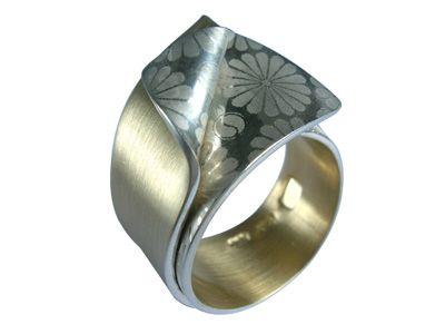 Smug Designs :: Sydney Jewellery Designers – contemporary handmade jewellery - titanium and silver our specialty