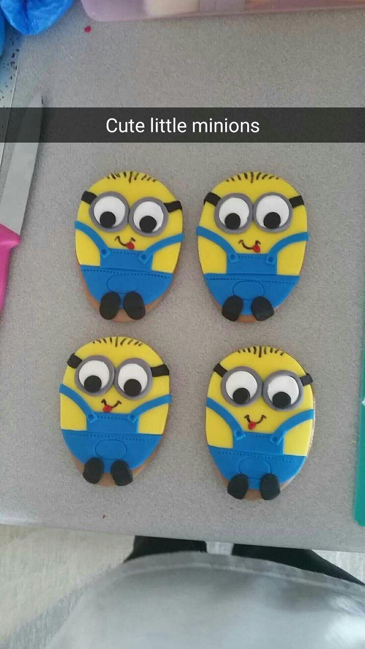Fondant minion cookies