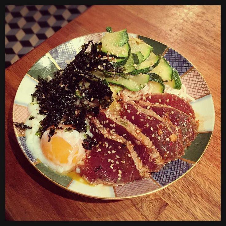 Seasoned #Tataki of #Bonito on Noodles. 引き続き #Picard の #カツオ 祭 炙って漬けて #白石温麺 と一緒に食べてみた 写真イマイチだけどズッキーニのナムルと温玉と韓国海苔フレークをトッピング #nepojacooking #nepojanoodles by nepoja