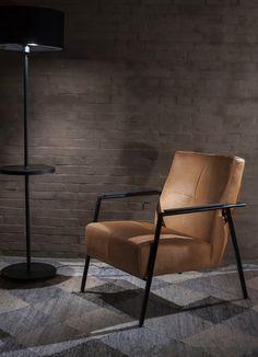 Cognac leren fauteuil Case met zwart frame - Woonwinkel Alle Pilat