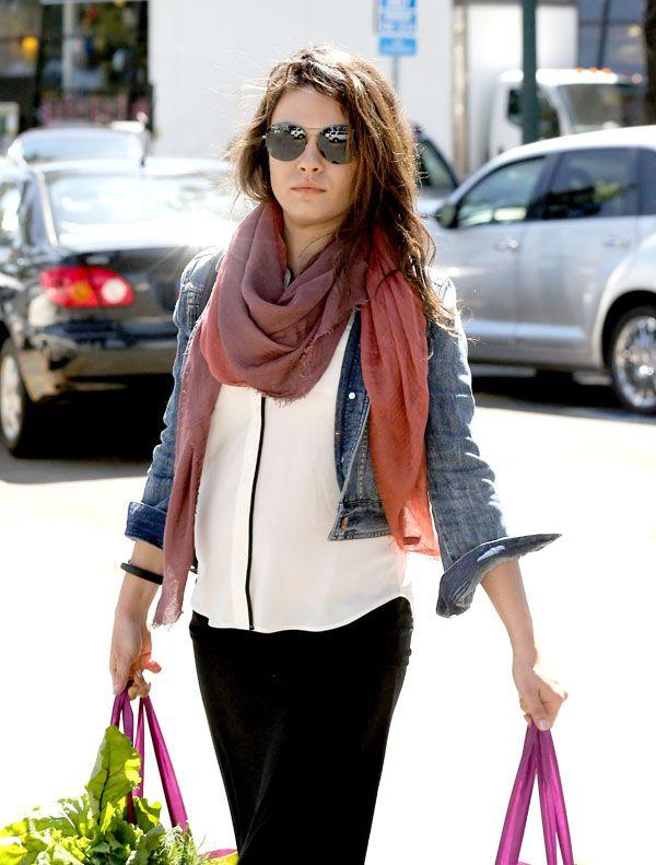 Mila Kunis's Baby Bump Gets More Noticeable!