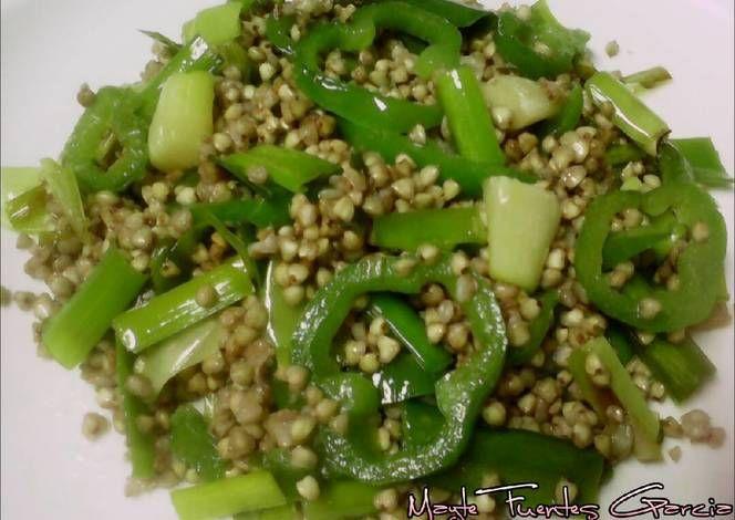 Trigo sarraceno salteado con puerro y pimiento verde (receta vegana)