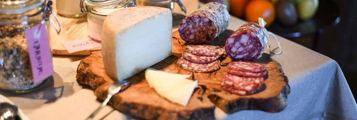 Traditional Tuscan food... Salame e pecorino