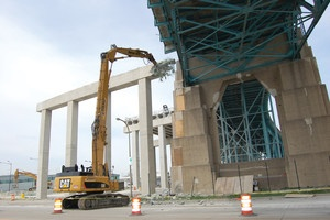 Apex 70UHD Hydraulic Excavator Demolishes Pier 19 in Half the Time of Traditional Methods