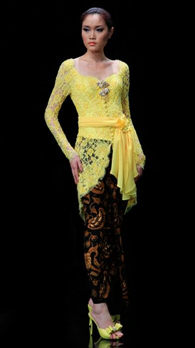yellow kebaya #kebaya #Indonesia