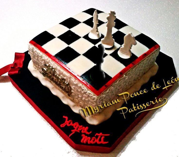 Torta tablero de ajedrez con piezas de azucar