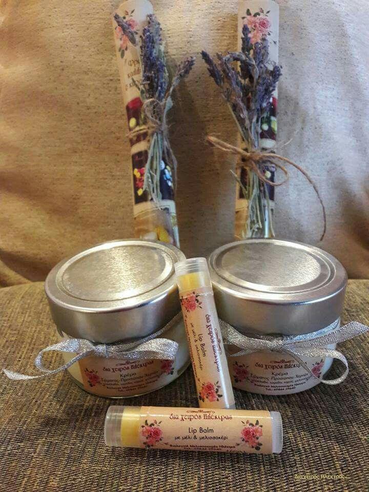 Δύο ξεχωριστά δωράκια θα κάνει δώρο η κυρία Μαρίνα στις δασκάλες των παιδιών της.  ✔ Κρεμες Σώματος - Χεριών 100ml.  Αρωμα: White Musk & ✔Αντηλιακά Lip Balms με αγνό μελισσοκέρι και μέλι.