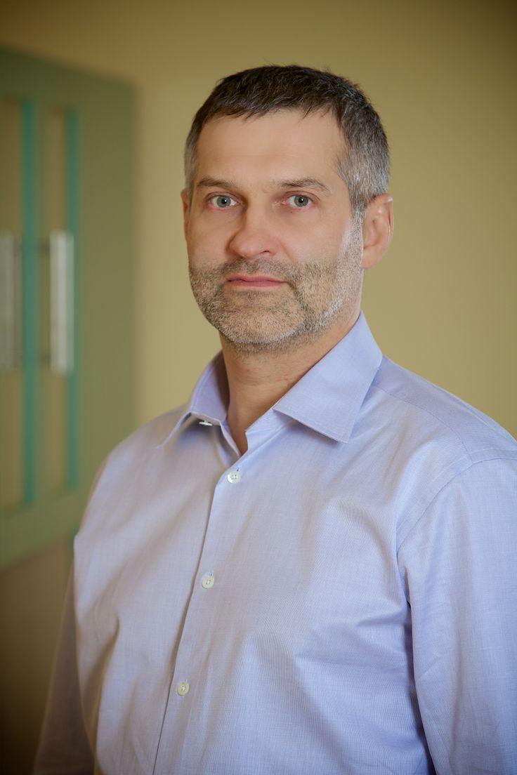 MUDr. David Kult - vedoucí lékař centra. MUDr. Cult je zkušený empatický lékař s dlouholetými zkušenostmi s léčbou neplodnosti.