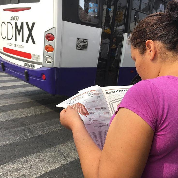 Nada más hermoso que fomentar la #lectura. #morena #Regeneración #morena #mexico #CDMX #DF #leer #libros #readings