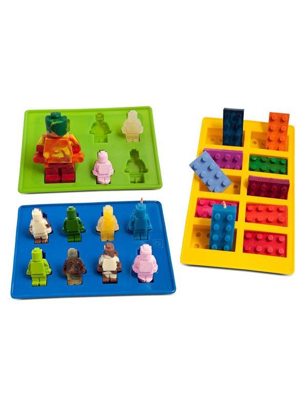 Voici des petits moules super tendance pour fabriquer des bonhommes ou briques Lego à croquer ! Gâteaux, chocolats, bonbons, glaces, glaçons, grâce à leur matière en silicone, vous les utiliserez partout. Cuisiner sera vraiment un jeu d'enfant !                                                                                                                                                                                 Plus