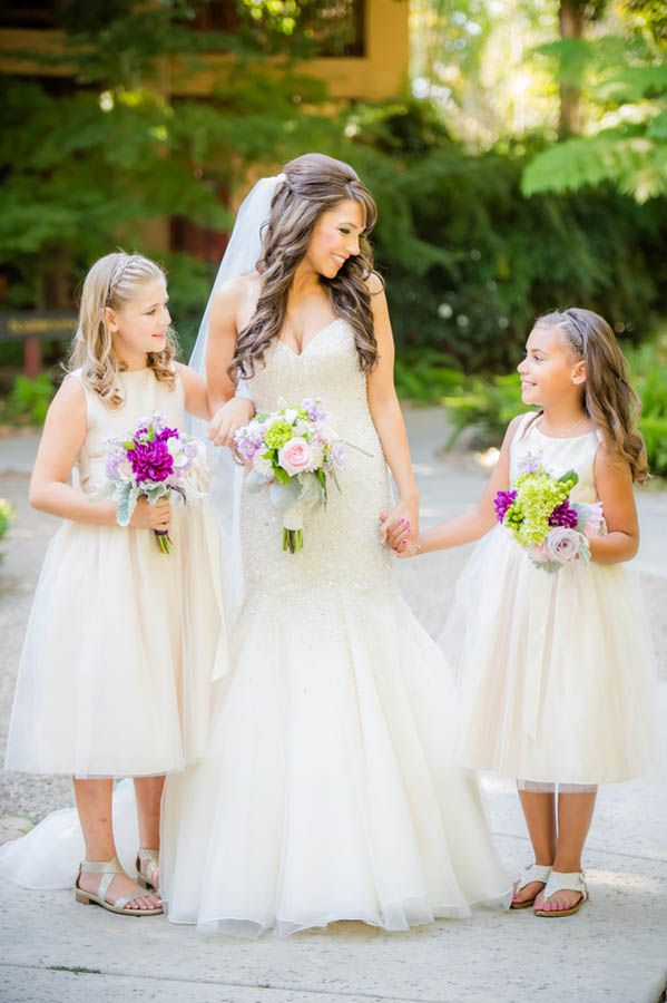 Adorable wedding photo idea with the bride and flower girls (Julie Nicole Photography)