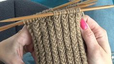 Kierrejoustin tuo sukanvarteen uutta twistiä. Katso videolta, miten helppoa sitä on neuloa.