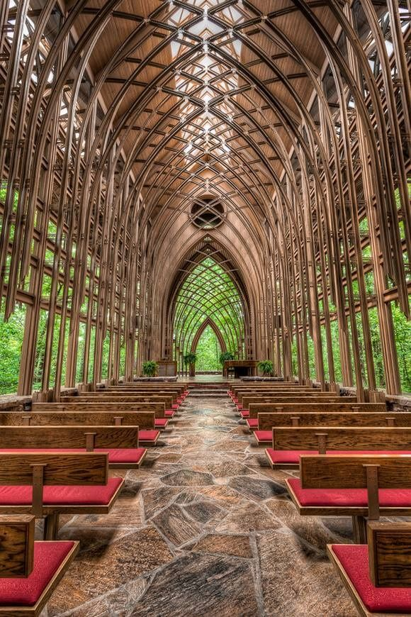 Source: colincowieweddings  Glass Chapel in Branson, Missouri