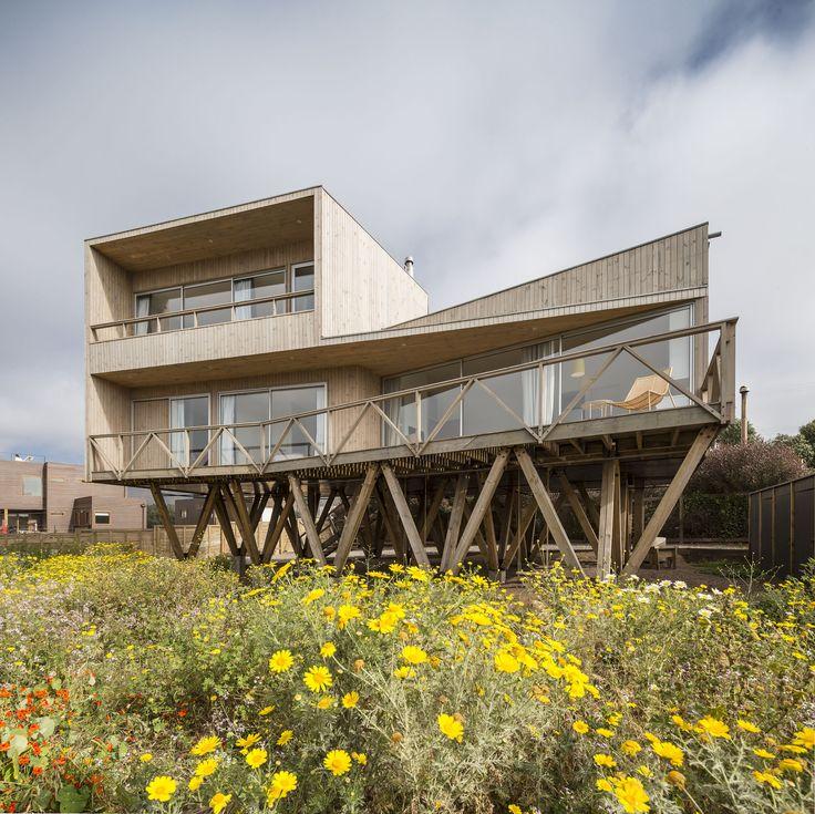 Women House / Ignacio Correa