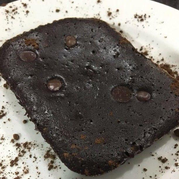 Atendendo a pedidos!!!! ❤️ Brownie de Café Nutrideia  Ingredientes: ➡3 ovos grande ➡40g de xilitol ➡ 40g de eritritol ➡ 100 g de manteiga sem sal ➡ 50 g de chocolate em pó 100% ➡ 50 g de nozes picadas com as mãos ➡ 30 g de castanha-do-pará passadas no triturador ➡ 100 ml de leite de coco ➡ 2 colheres de café solúvel ➡ 1 pitada de sal  Modo de preparo: Derreta a manteiga com o chocolate em banho -maria e reserve. Bata os ovos, o xilitol e eritritol,  a castanha-do-pará, o leite de ...