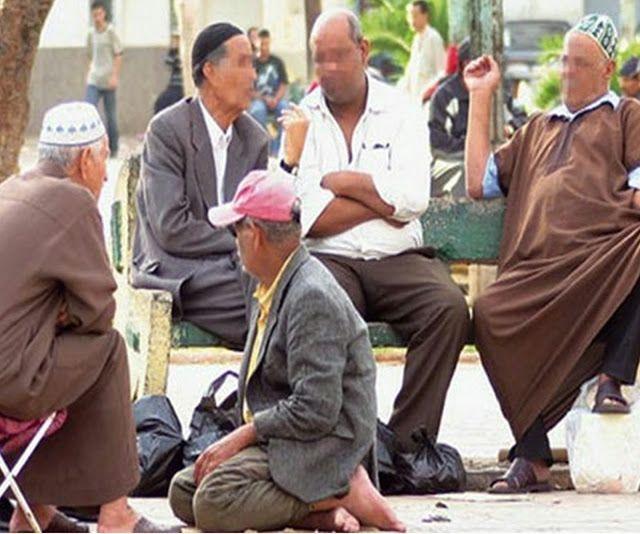 كيفية الإستفادة من التقاعد لتجار والمهنيين وأصحاب المهن الحرة في المغرب تخفيضات على مواقع البيع على الأنترنيت في المغرب In 2021 Couple Photos Style Photo