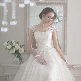 BeautyBrideのドレスカウンセリングは 12月29日木1月3日火まで休業とさせて頂きます  来年もたくさんのプレ花嫁さんのお手伝いができるよう精進してまいりますので引き続きよろしくお願いいたします  ご試着予約ご相談は.  @beautybride_weddingdress 0120-511-530  Dress by #グランジュール . BeautyBrideを通じて  @grandjour  のドレスを予約するととってもとってもお得にレンタルできる特典がございます  #プレ花嫁 #プレ花嫁会 #ドレス迷子 #花嫁会 #日本中のプレ花嫁さんと繋がりたい #カラードレス #お色直し #ドレス試着 #ドレスレポ #カラードレス迷子 #ちー0423 #ちーむ0521 #ちーむ0513 #ちーむ0503 #ちーむ0527 #ちーむ0506 #ちーむ0528 #ちーむ0618 #ちーむ0610 #ちーむ0603 #ちーむ0624 #ちーむ0604 #ちーむ0730 #ちーむ0717 #ちーむ0715 #2017夏婚 #2017秋婚