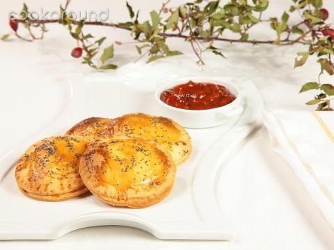 Raviolotti di brisè ripieni di ricotta e polpa di granchio: Ricette di Cookaround | Cookaround