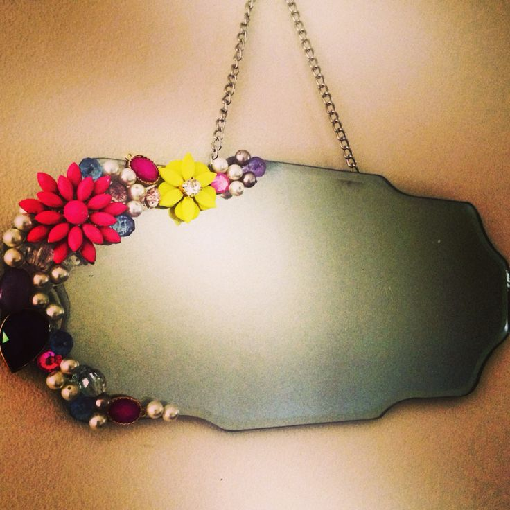 Vintage style mirror with jewellery