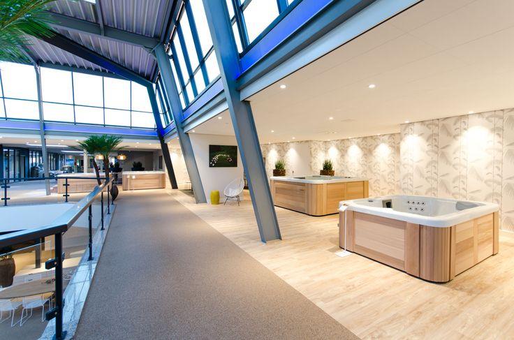 Het Pool & Lifestyle Centre van Starline Zwembaden is een paradijs vol luxe en beleving. Lichtconcept van DPL Europe.