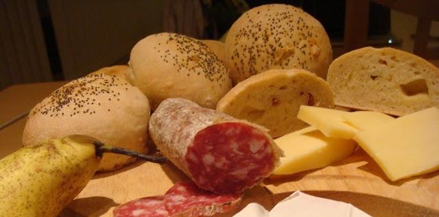 Cucina di Barbara: Ricetta Panini al latte ripieni con formaggio e salame