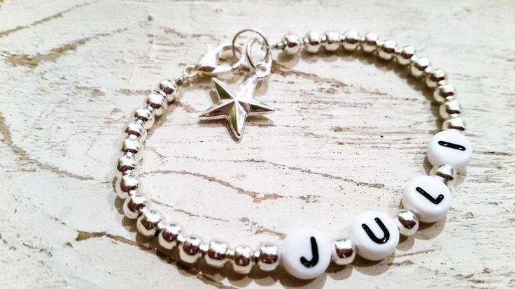 Individuelles Namensarmband , Perlen, silber mit Stern ( weiße Buchstaben)