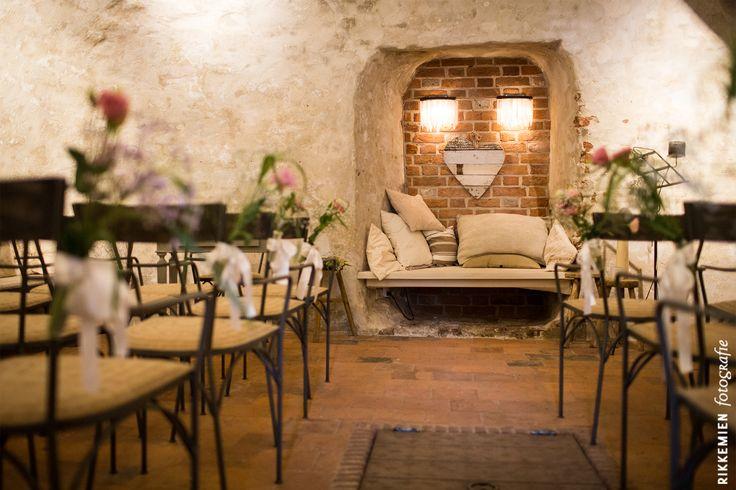 weddingstyling, de versiering, aankleding, aankleding tijdens een bruiloft, bloem, bloemen, gipskruid, roze, rozen, roos, bloemversiering, flowers, flower, trouwlocatie, lint, wit, Kasteel Duurstede, Wijk bij Duurstede, trouwzaal, kasteel, sfeervol, fleurig, kleurrijk, feestelijk, trouwen, huwelijk, bruidsfotograaf, bruidsfotografie, trouwreportage, bruiloft, decoratie http://www.rikkemienfotografie.nl/