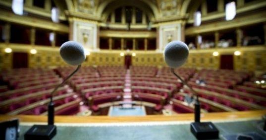 Le texte sur la fusion des régions fait son retour au Sénat à partir de demain. L'UMP écarte l'idée d'un retour du conseiller territorial de Nicolas Sarkozy. La nouvelle majorité va toiletter le texte des députés. L'Alsace va reprendre sa liberté et Midi-Pyrénées et Languedoc-Roussillon seront séparées.