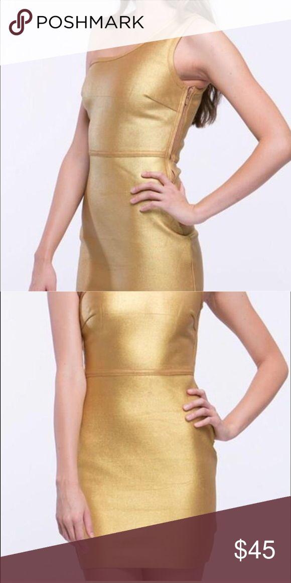 Gold bandage dress, bandage dress, formal dress Is a metallic gold yellowish bandage dress, very tight to the body, true to it size Dresses Midi