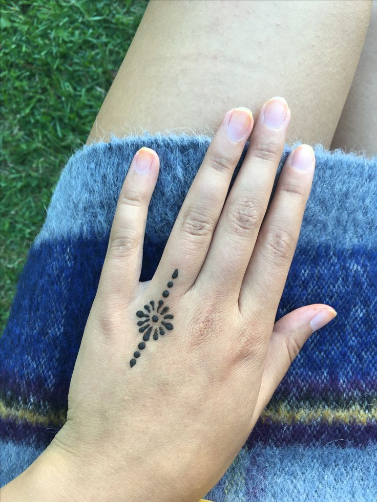 Simple Henna Tattoo Henna Tattoo: #small #delicate #henna #hennatattoo #girltattoo