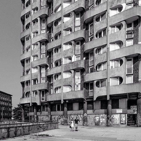 "Housing complex ""Manhattan"", (facade detail) Wroclaw, Poland, built between 1968-1973. Architect: Jadwiga Hawrylak-Grabowska"