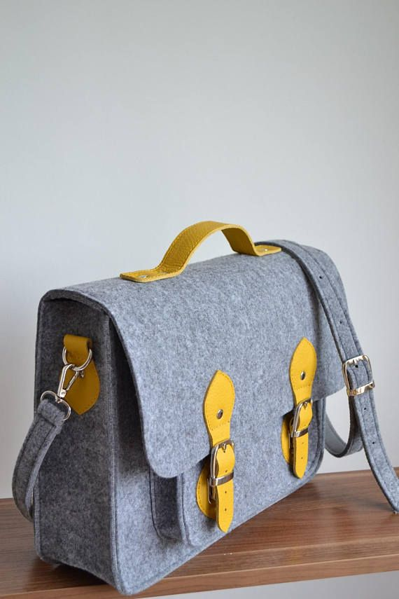 17-inch Macbook case, 17-inch messenger bag,crossbody bag, felt bag, office bag, felt satchel, Macbook Pro 17 in case This beautiful and comfortable laptop bag is made from tender shock-absorbing felt fabric. This bag is made of 100% felt and genuine leather. It can be used as an