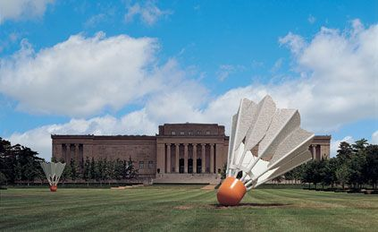 Oldenburg's Shuttlecocks stand 17 ft tall in stark contrast to the classical style of the Kansas City Museum of Art